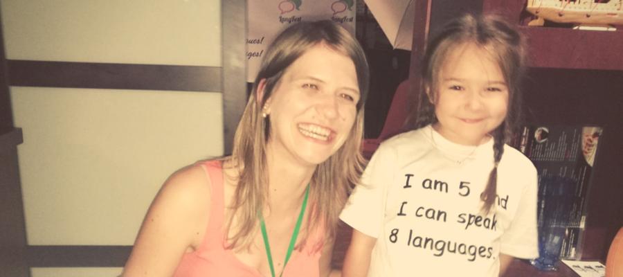 5 ročné dievčatko 8 jazykov