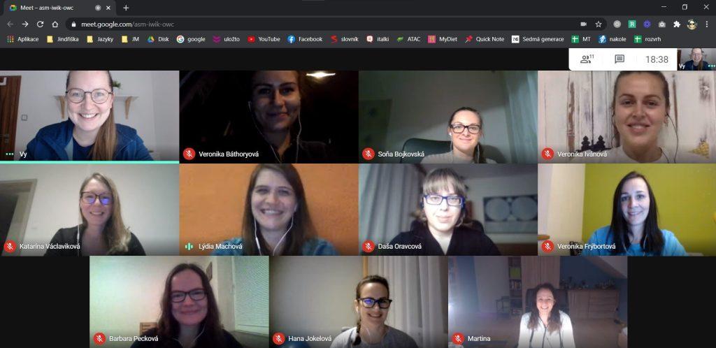"""Každý mesiac sa tím Jazykového mentoringu stretne na""""virtuálnom vínku"""", kde si zdieľame svoje úspechy zaposledný mesiac."""